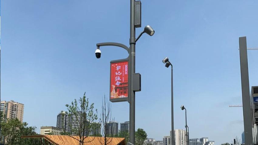 成都新金牛公园安装菲尼特智慧路灯——直趣